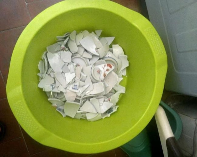網民貼出瓷碗碎片的照片。網圖