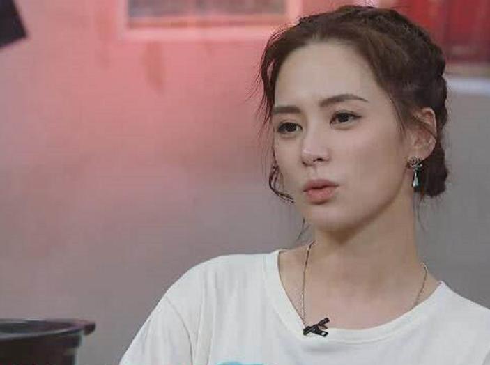 出道18年的阿嬌在節目中難得吐露真性情。