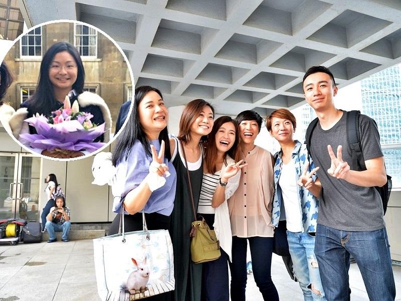 香港空勤人員總工會理事吳敏兒(左)等人,在庭外慶祝勝訴。小圖為梁頌昕。