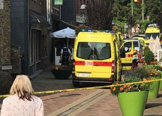 比利時有一名男子周三在一間餐廳內揮刀斬人,導致兩名女子死亡。網圖