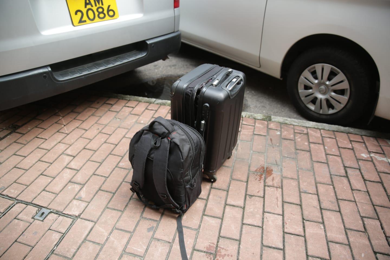 被捕女子的背囊及行李篋。 林思明攝