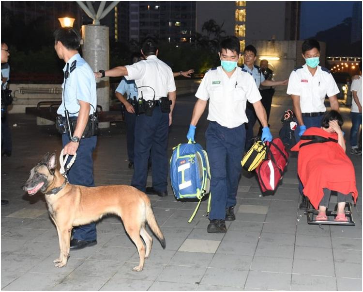 警員接報帶同警犬到場。