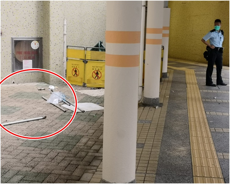 事主壓毀多個曬衫架(紅圈)直墮地面,當場證實死亡。警方以帳篷遮蓋死者遺體。