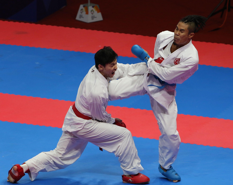 李嘉維(右)於亞運空手道自由搏擊75公斤以下項目,未能晉身銅牌戰,無緣獎牌。王嘉豪攝