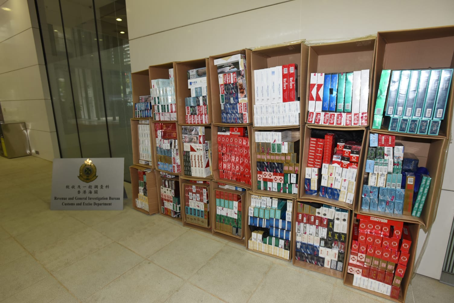 海關檢獲13.2萬支疑私煙,價值36萬元。