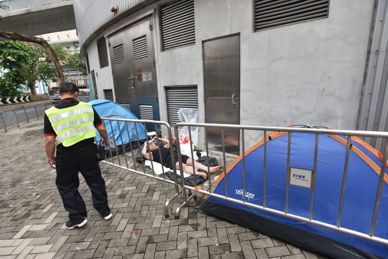 警方及廣場保安員今日明顯加強巡邏