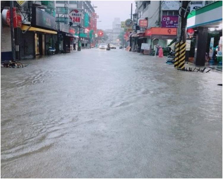 高雄多處嚴重水浸。