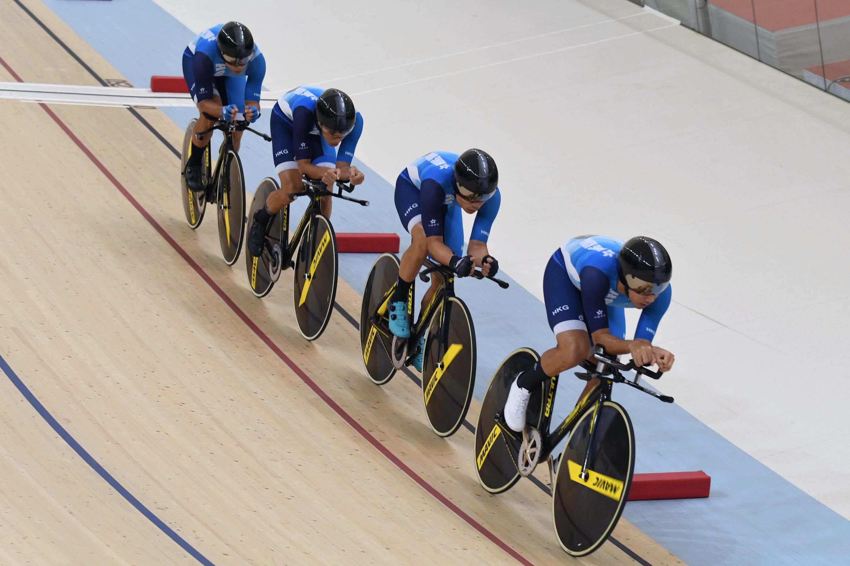 港隊單車男團於場地團體追逐賽決賽不敵國家隊奪銀