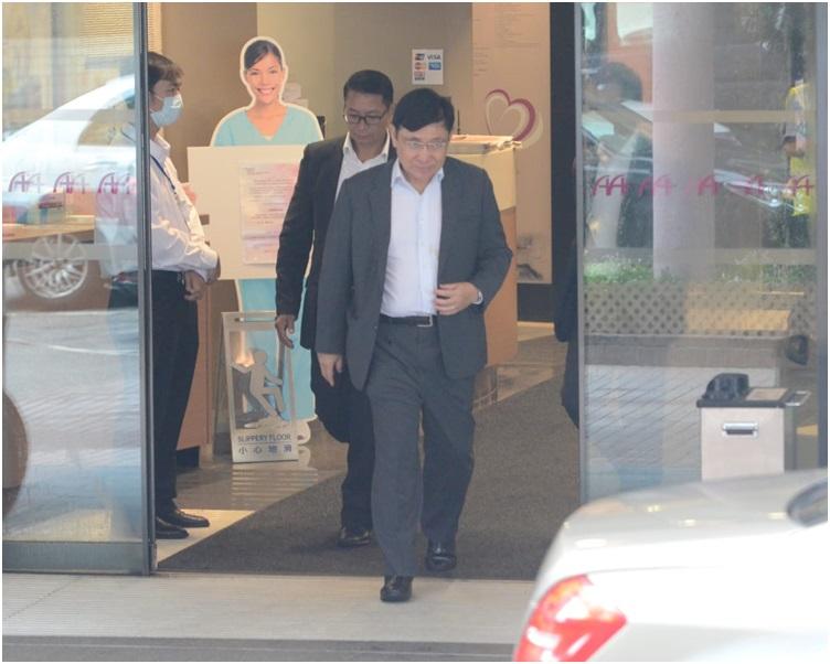 郭炳聯在醫院逗留了約個半小時後離開。