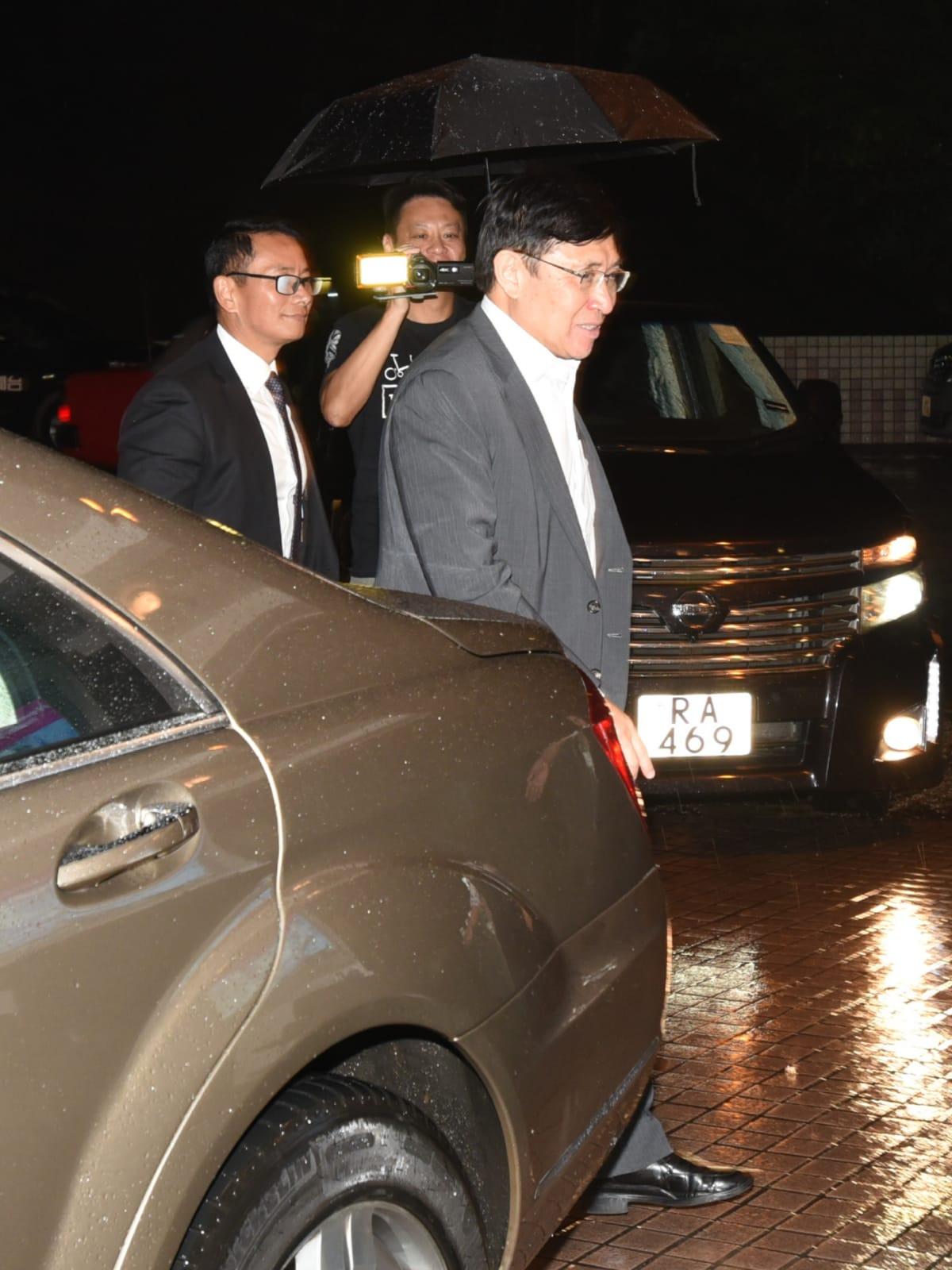 郭炳聯晚上7時許再到醫院探望。徐裕民攝