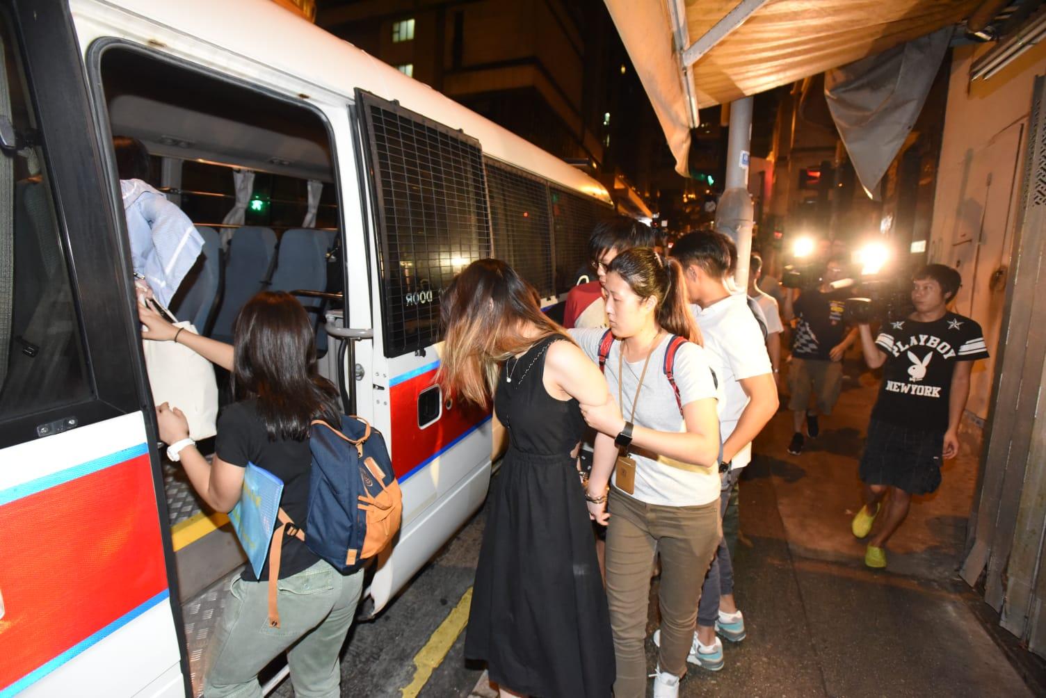 行動共拘捕7男3女。