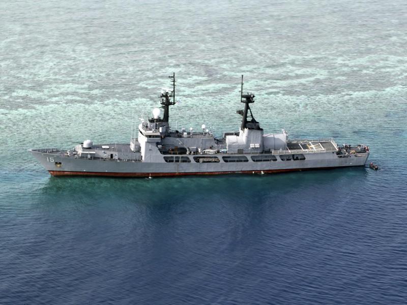菲律賓一艘在南沙群島半月礁附近海域擱淺的巡邏艦,最快在周三移走。AP