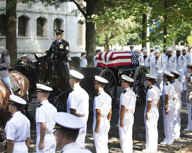 麥凱恩的家人在海軍學院的教堂舉行私人葬禮。AP