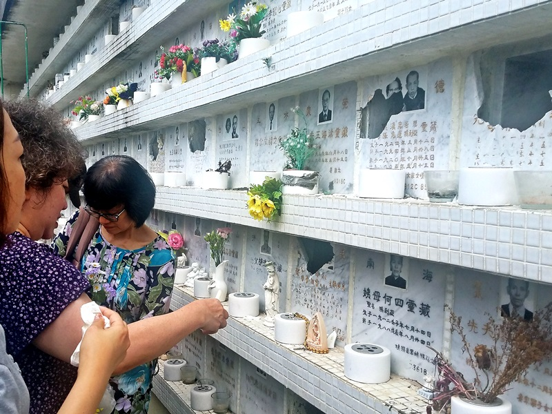 破壞骨灰龕位疑犯在墳場工作,事件疑涉及工作糾紛有關。