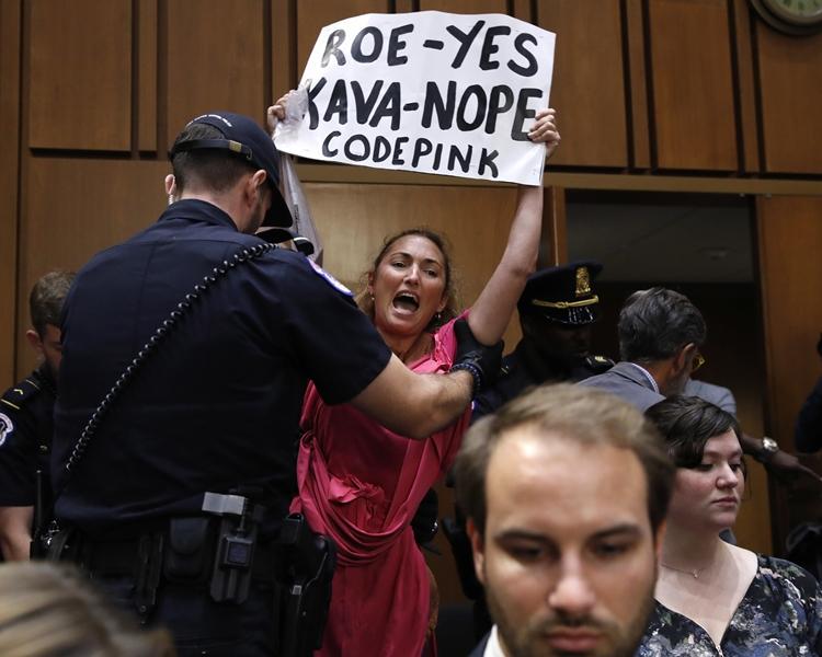 最終有70名示威者被國會警方拘捕。AP
