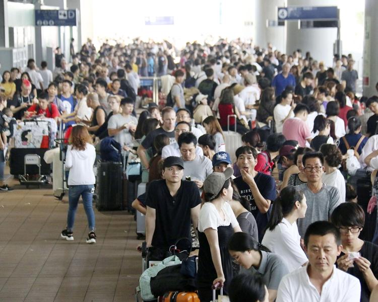 逾3000名旅客一度滯留關西機場。AP資料圖片