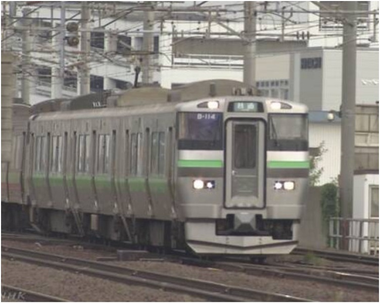 JR北海道铁道今天凌晨也恢复了连接札幌和札幌郊区的路线。NHK截图