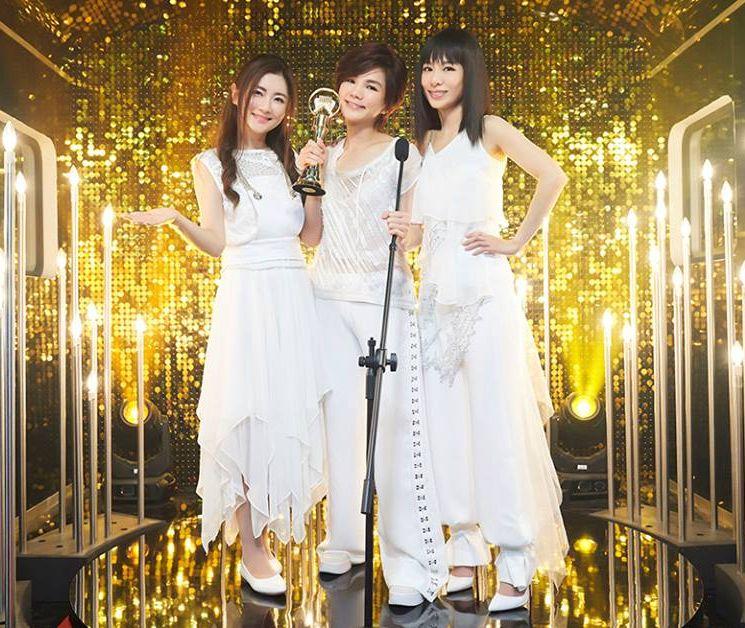 S.H.E的新曲《十七》的MV推出後,8小時內創下了30萬點擊率。華研國際facebook圖片