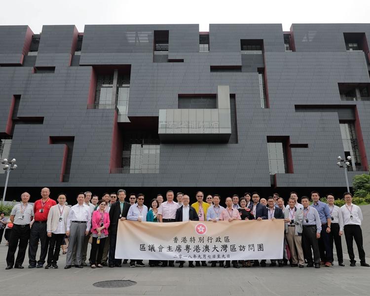 一行人在廣東省博物館外合照。政府新聞處圖片