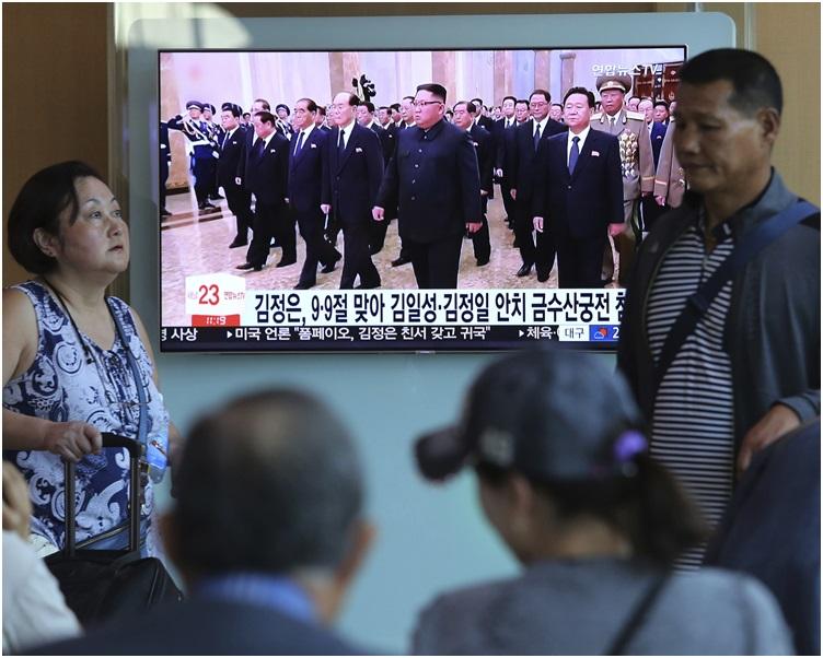 南韩传媒报道金正恩率领党政军高层到锦绣山太阳宫。
