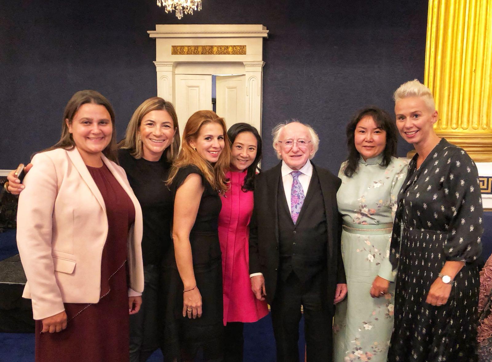 葛珮帆(左四)出席由愛爾蘭國會女議員團舉辦的第一屆國際國會女議員大會。