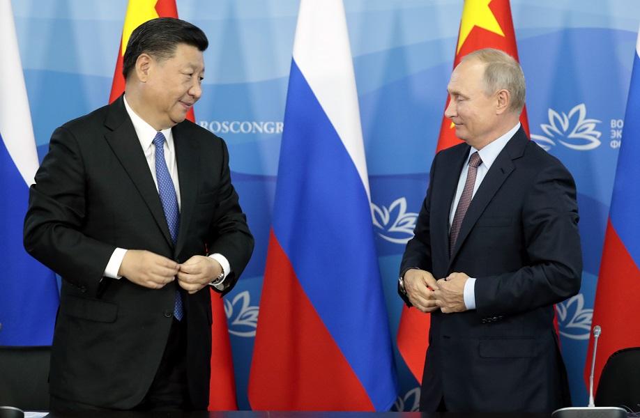 习近平抵达俄罗斯海参崴出席东方经济论坛,与总统普京会晤。