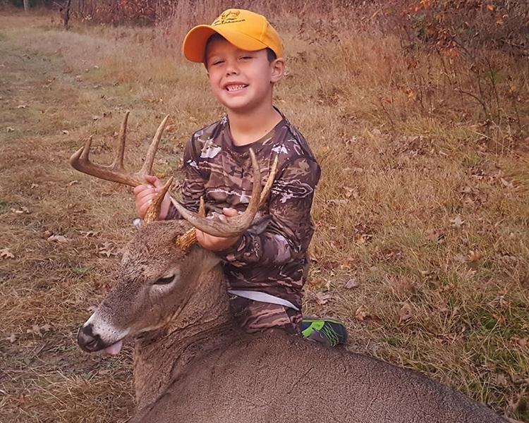 Ashley安排儿子参与打猎活动。BRM's Wild Adventures fb图片