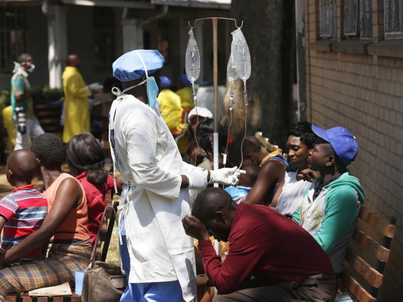 津巴布韦首都爆发霍乱,21人死、逾3000人受感染。