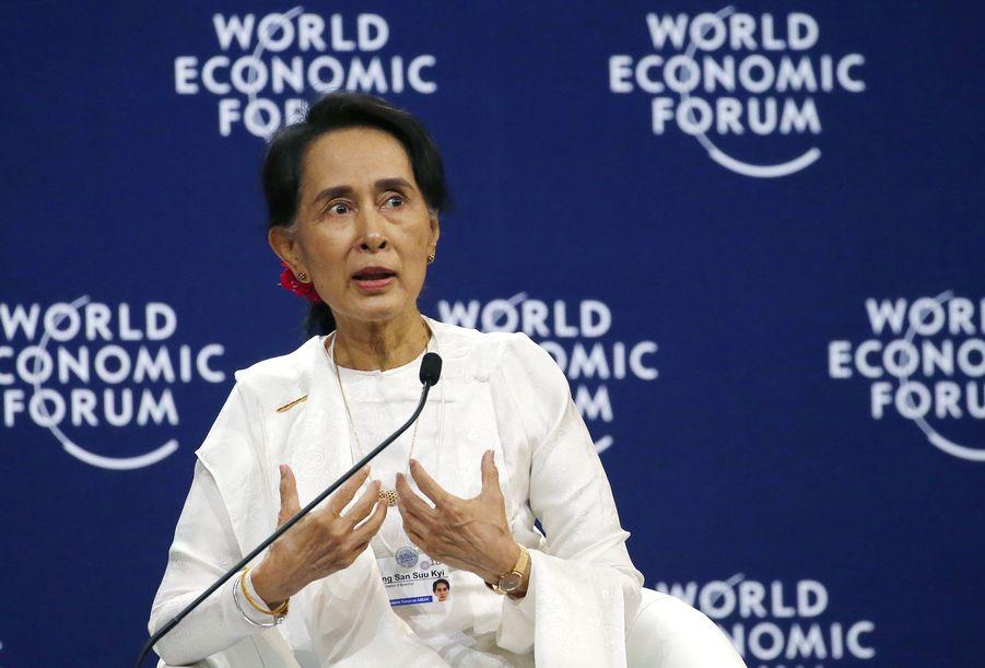 昂山素姬在越南河内出席东盟世界经济论坛。