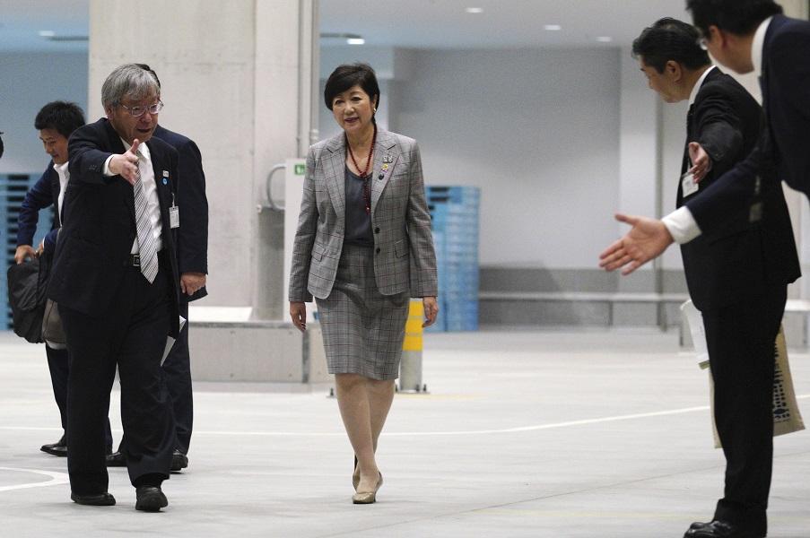 東京都知事小池百合子參觀豐州市場。AP