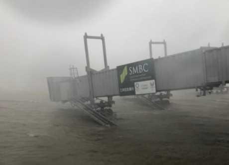 關西機場因颱風水浸。網上圖片