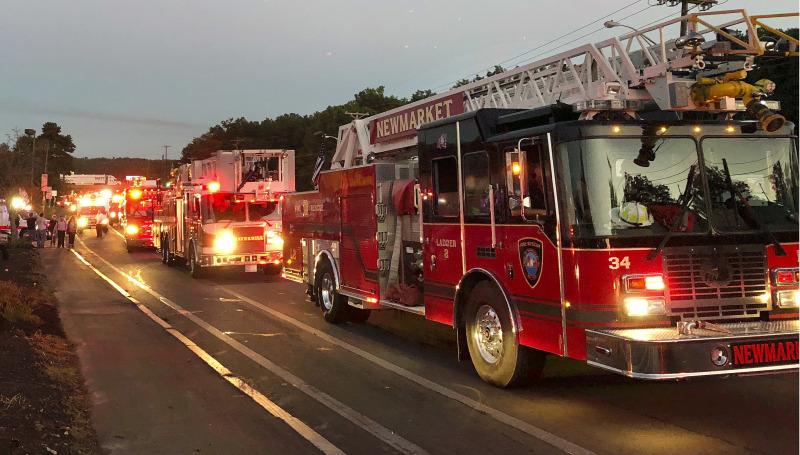 多辆消防车及大批消防员接报到场。 AP