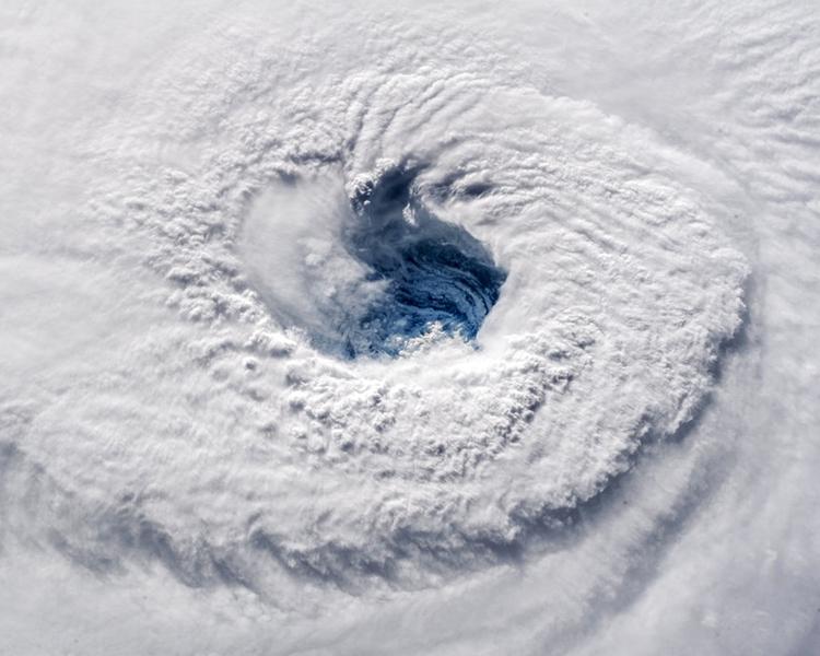 颶風「弗洛倫斯」減弱為1級颶風,最高風力時速降至150公里。AP