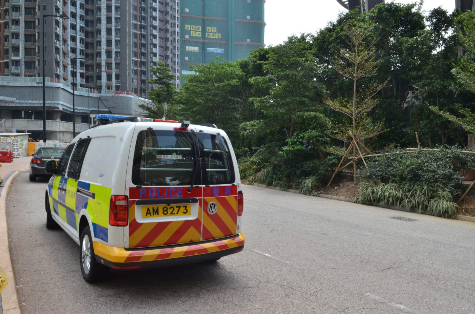 警方及勞工處 到場調查意外成因。林思明攝