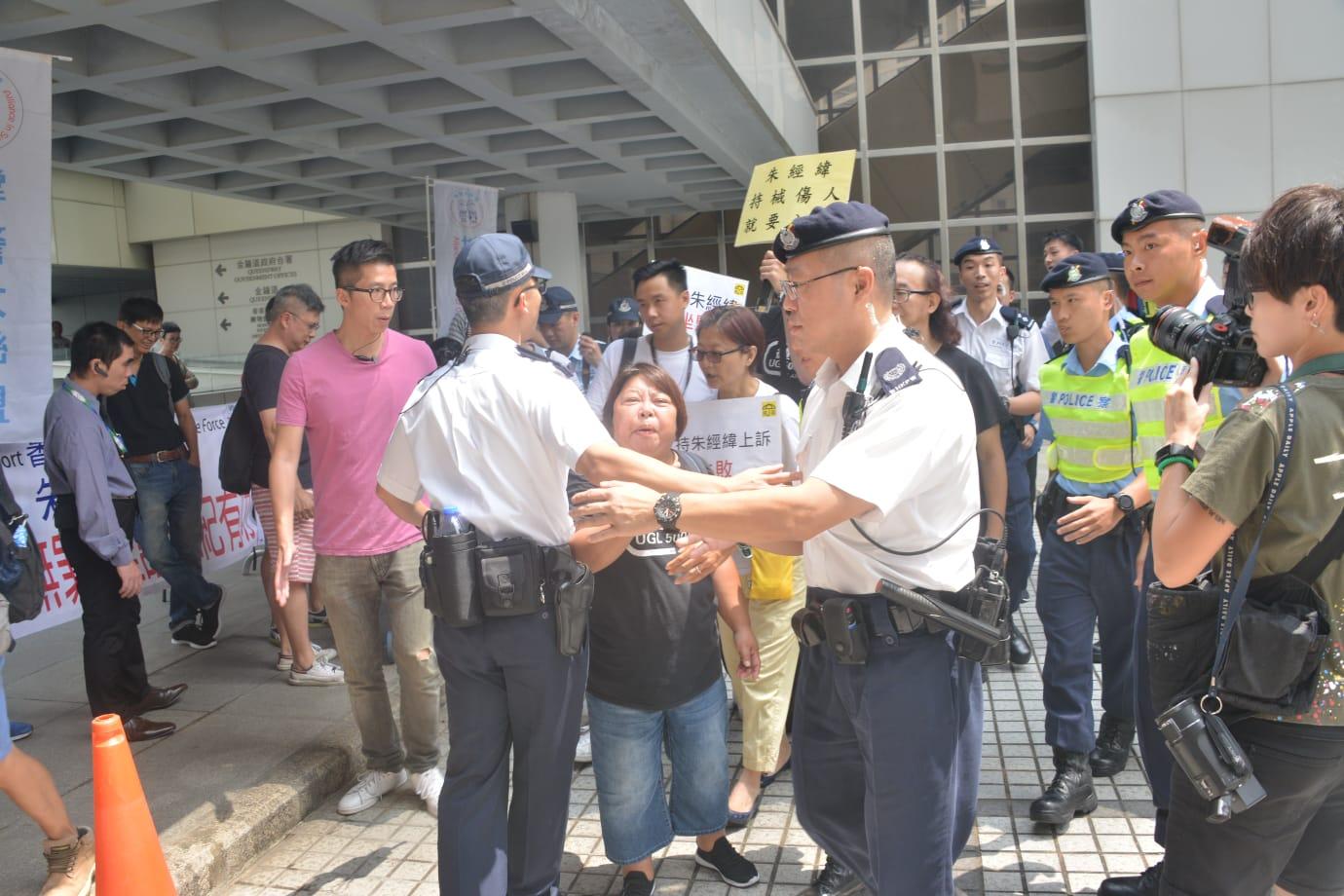 朱經緯上訴案件下午裁決,大批公眾人士到場。