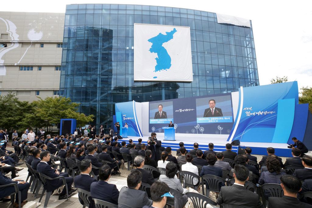 南北韓各派50人到開城出席辦事處開幕儀式。AP