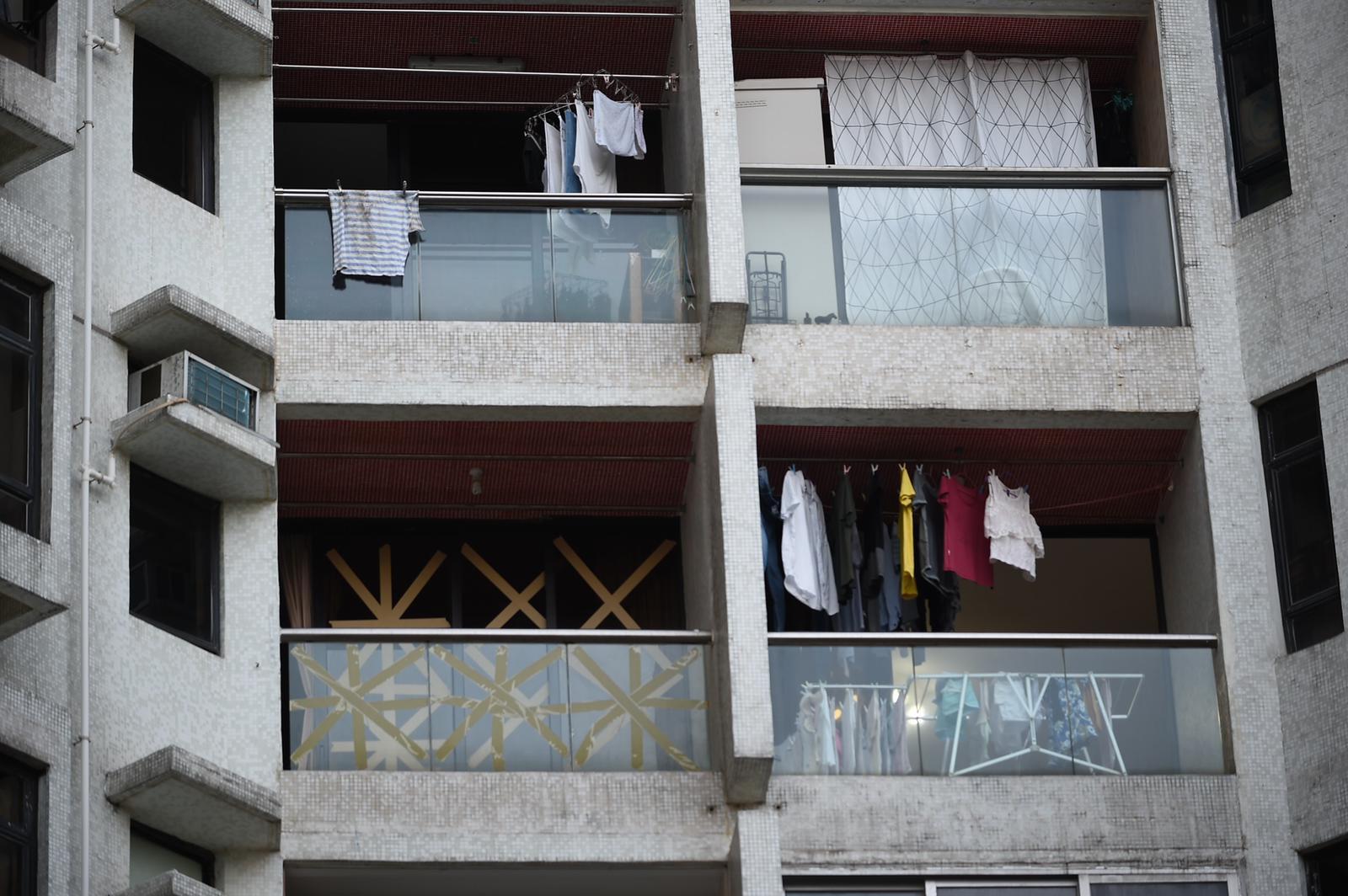 杏花邨住戶嚴陣以待。