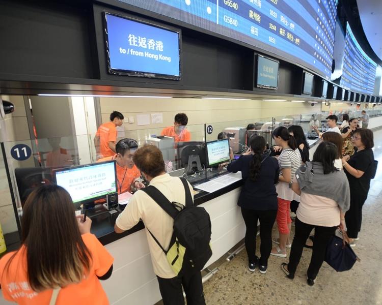 本港各渠道共售出約15000張車票。