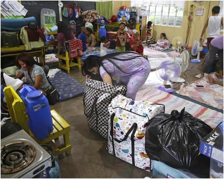 大约1万5300人在政府提供的临时庇护所暂避。