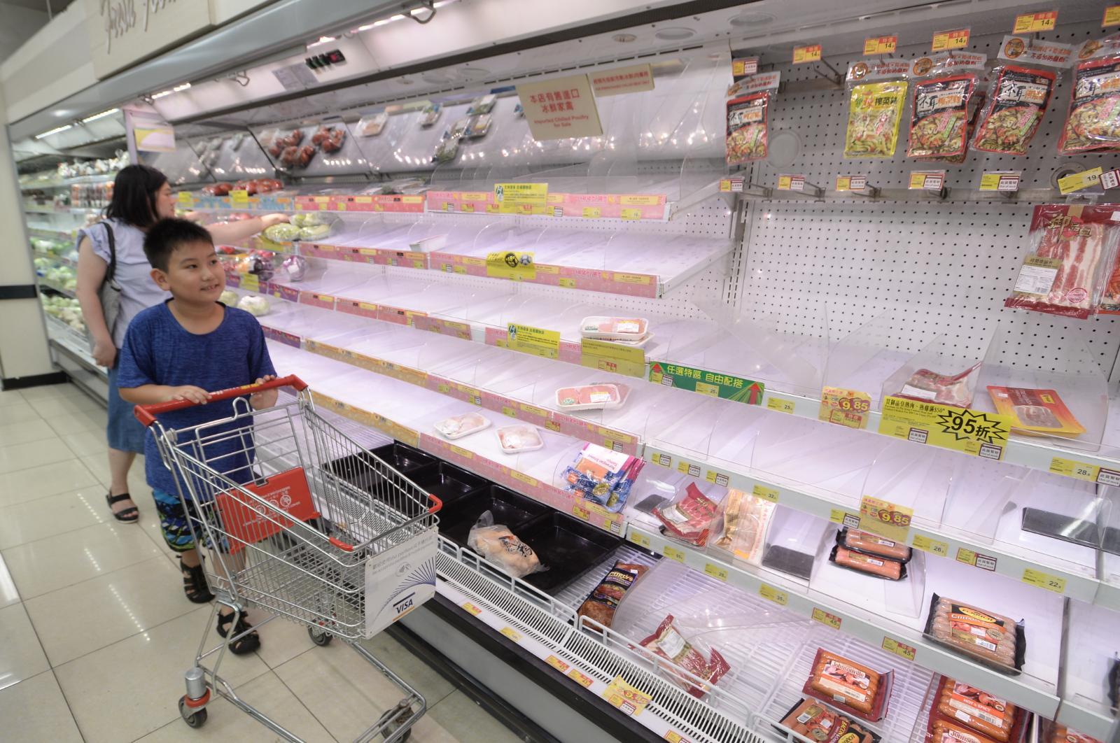 超市貨架被清空。