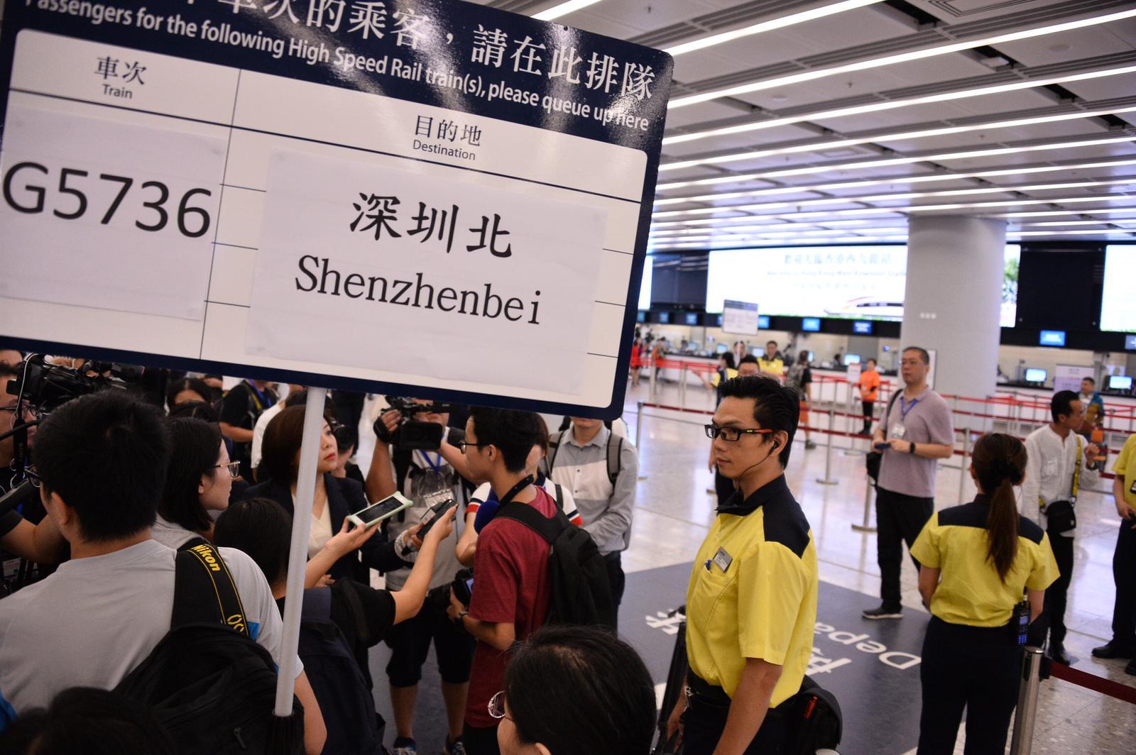 首班列車(車次G5736)以深圳北站為終點。