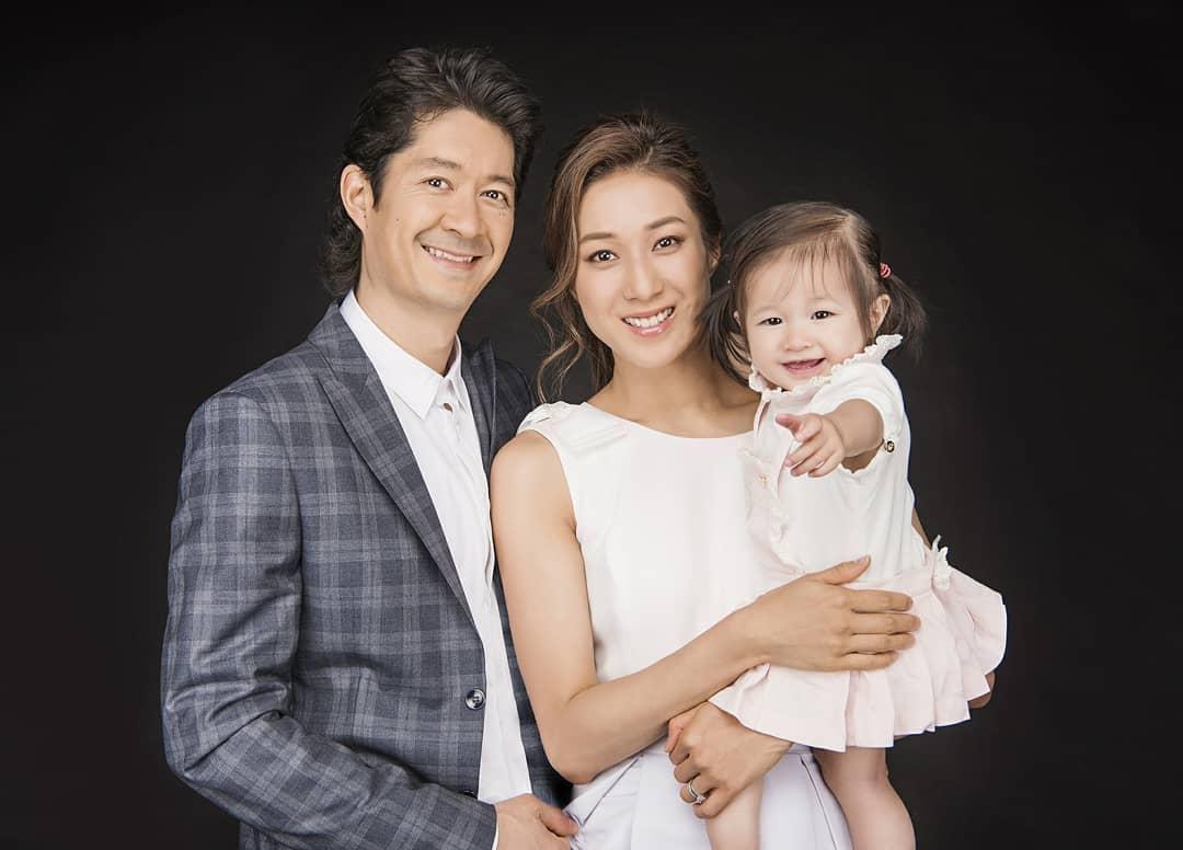 鍾嘉欣、其丈夫Jeremy Leung和長女Kelly。資料圖片