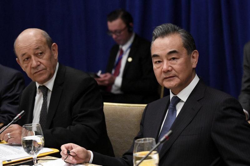 外長王毅認為應該考慮放寬制裁。AP