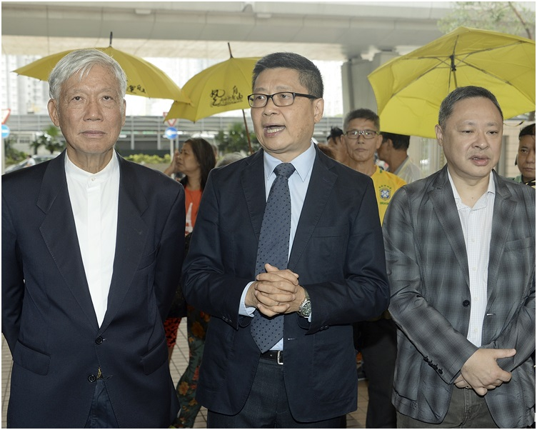 陳健民(中)透露朱耀明(左)腸道出現問題,不會參與今年的紀念活動。