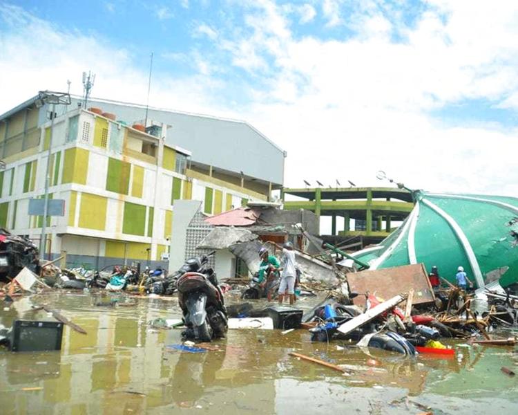 印尼海嘯死傷慘重被指因當局錯誤。AP