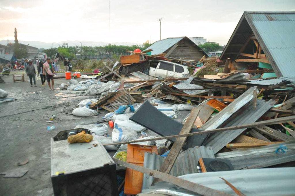 印尼地震及海嘯造成嚴重傷亡。AP圖片
