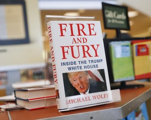 沃爾夫的《火與怒:特朗普白宮內幕》。AP