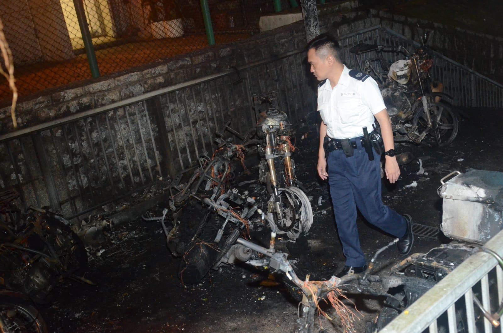 9輛電單車被燒毀。蔡楚輝攝