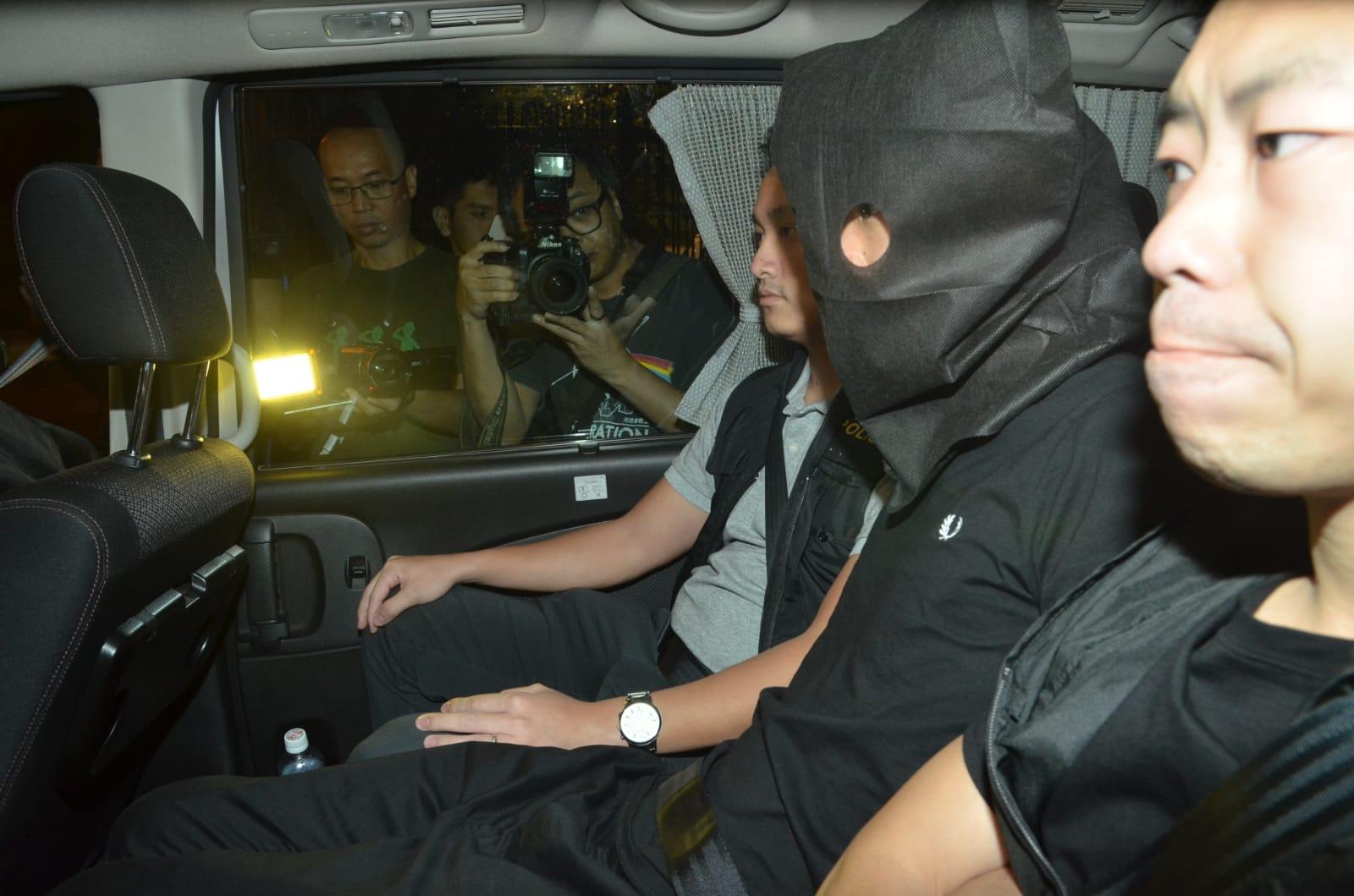 警方拘捕14名男疑犯。