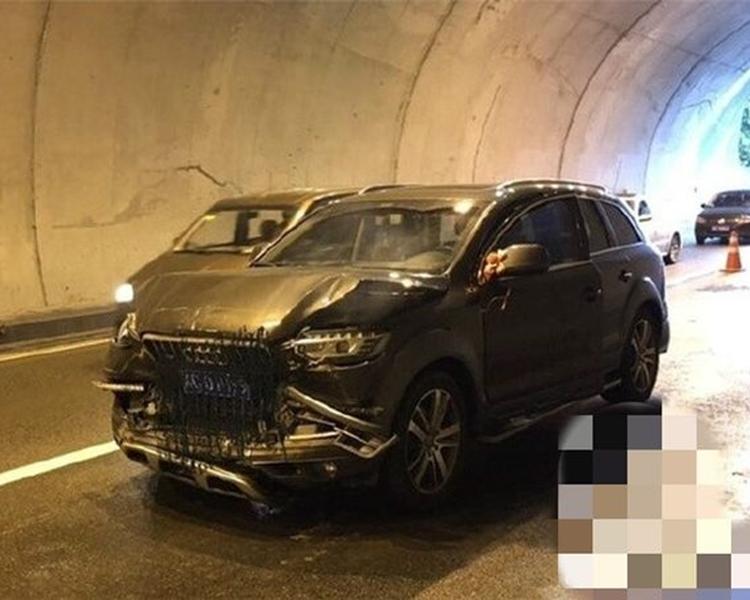 車隊經過隧道時發生連環追撞車禍。網圖